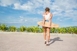 Longboard Mädchen Frau Pintail Sonne