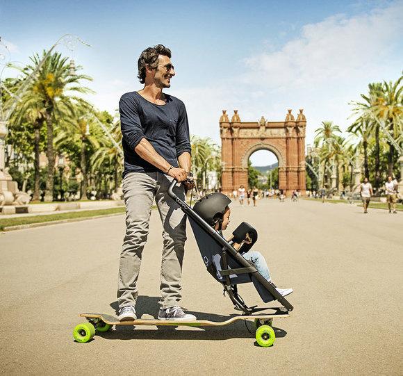 Longboard Kinderwagen Seitenansicht Vater Kind