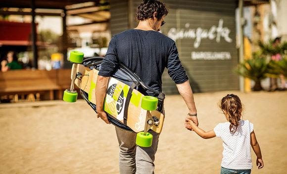 Longboard Kinderwagen Vater Mädchen Transport