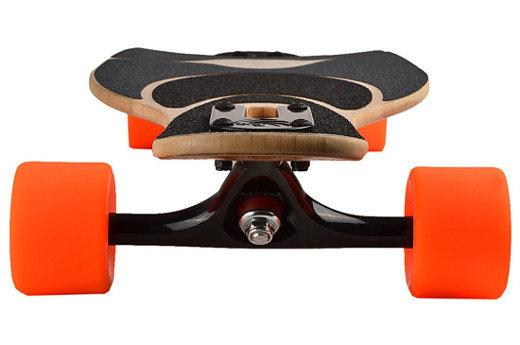 Longboard Loaded Dervish mit orangen Rollen