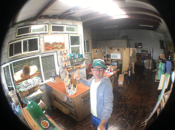 Mike Jucker im Shop auf Hawaii