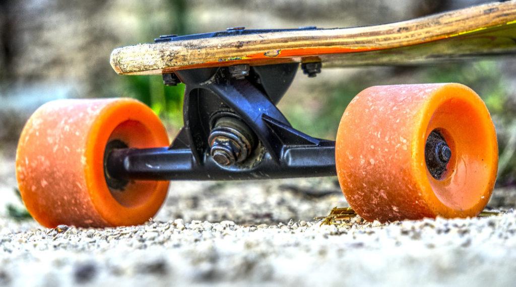 Orange Longboard Rollen